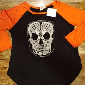 NWT Halloween shirt with skull size medium.